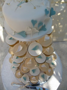 blue-and-golden-hearts-cupcakes