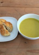 Soup & gluten-free bread (winter lunch menu)