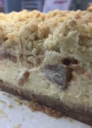 Apple crumble baked cheesecake