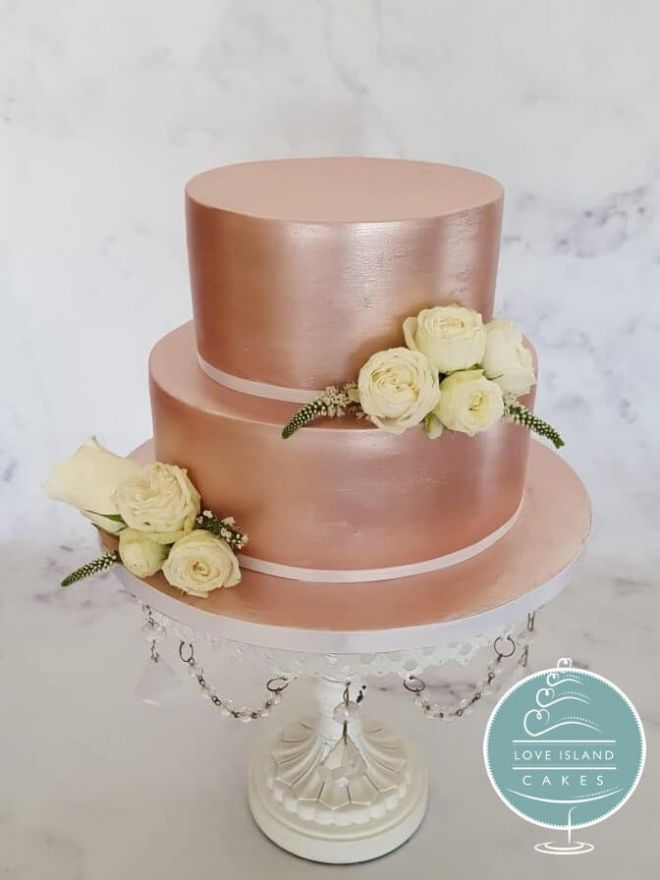 Rose gold with fresh mini roses