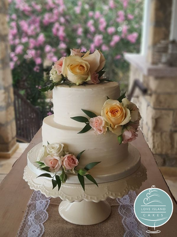 Rustic finish with fresh mixed roses and ruscus