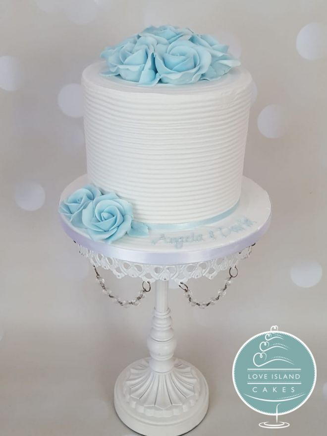 Extra deep cake with blue sugarpaste roses