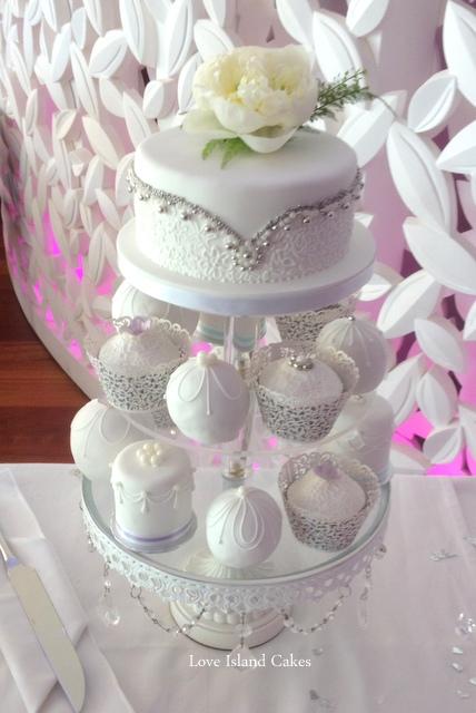 White & silver cake collection
