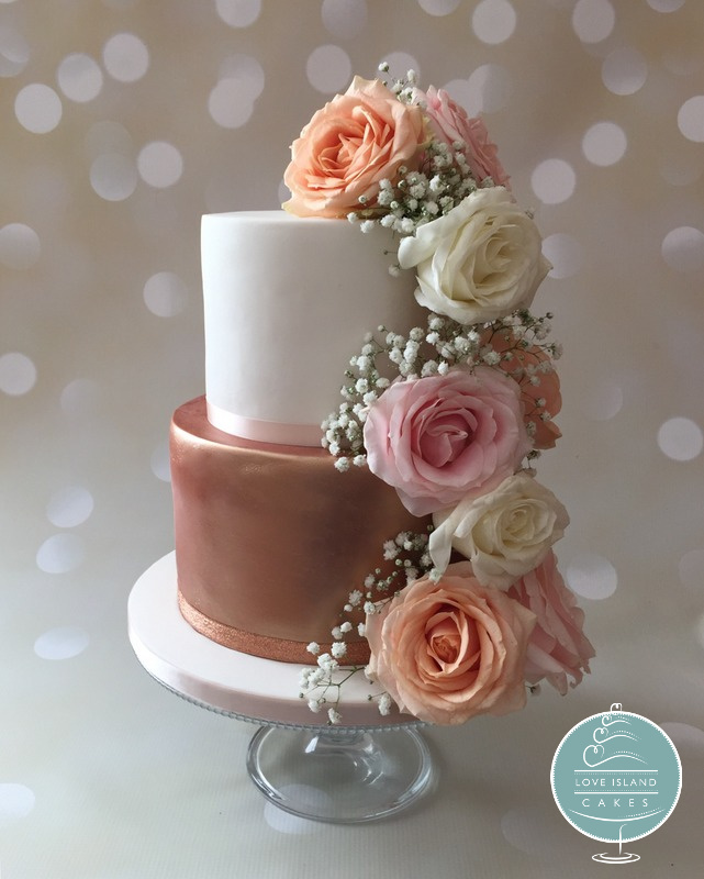 Rose gold lustre with fresh roses