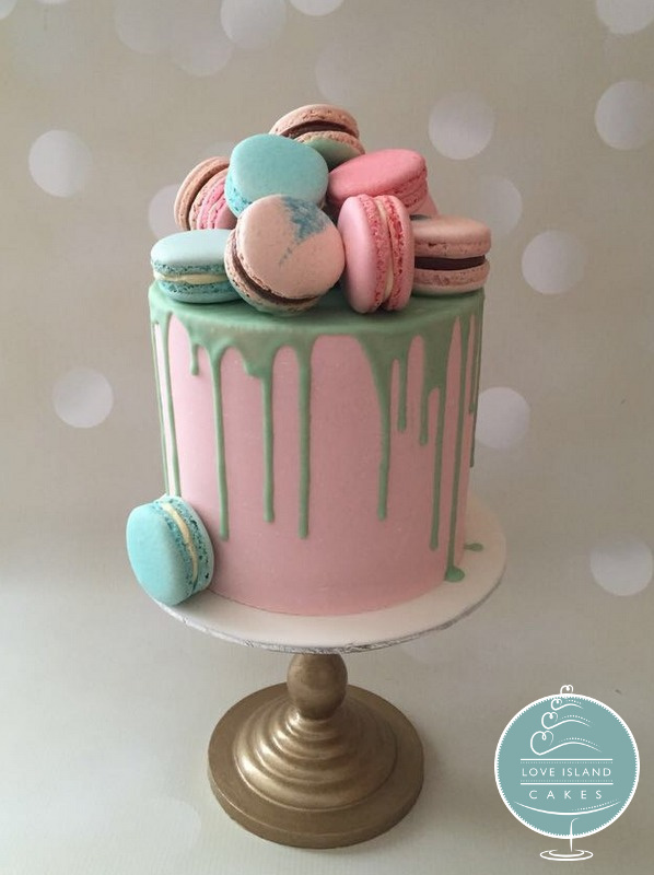 Macaron & chocolate drip cake
