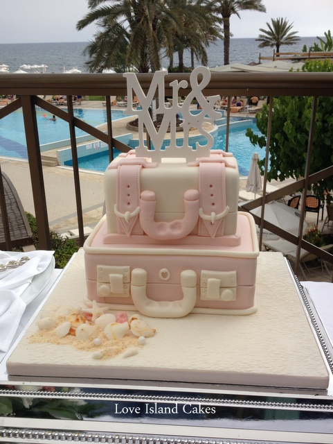 Blush Suitcase with sugar Mr & Mrs