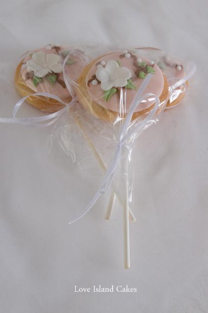 Mini cookie lollipops